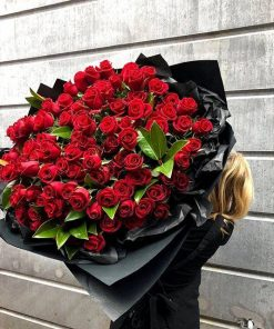 99 red roses bouquet